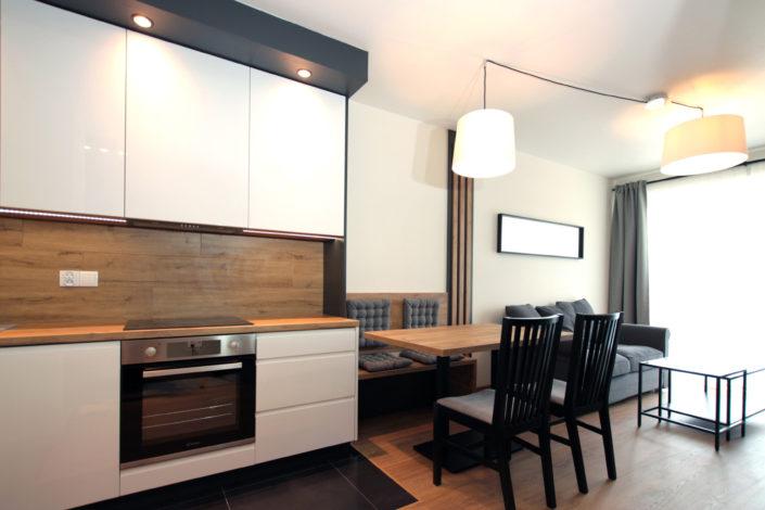 kuchnia z jadalnia male mieszkanie
